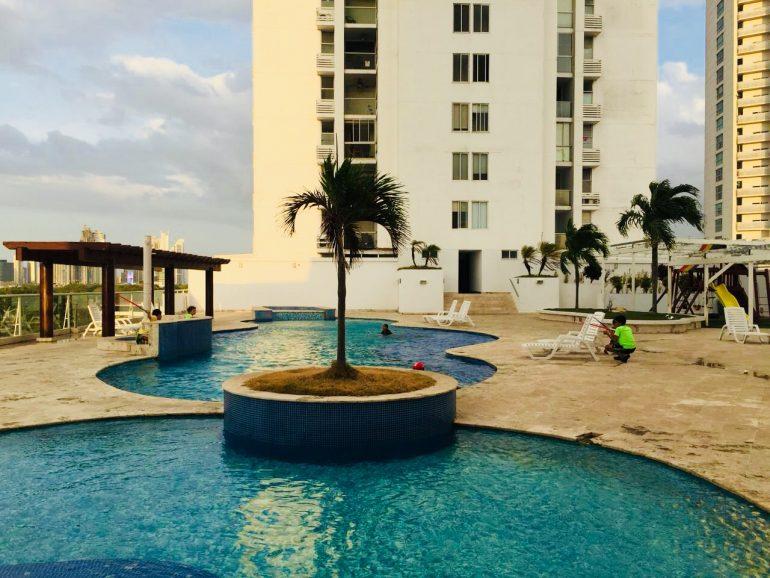 Alquiler de apartamento en P.H Bahía del Golf